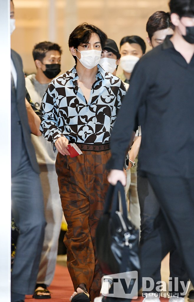 5 Proofs of BTS V: The FASHION ICON Diplomat at 2021 UNGA Airport Departure
